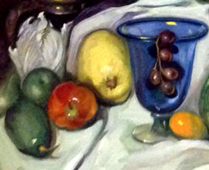 Detail. The masterful dominance of the artist Dulce Beatriz with the brush and palette is evident here, in the depiction of the surfaces of the various fruit, the blue glass, and the reflection of light off the surfaces.